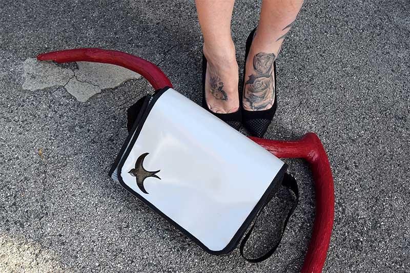 Tasche mit Schwalbe