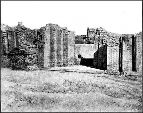 Doorway at Tellô