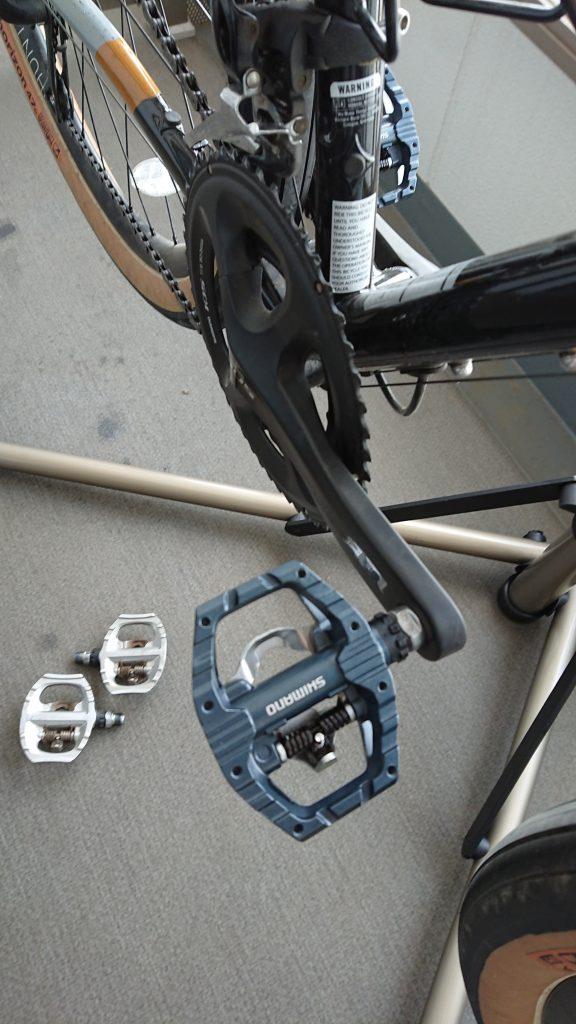 Black pedal on black crank