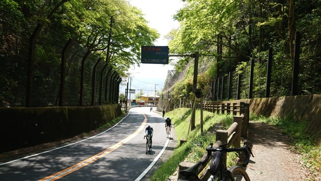 Cyclists pass Otarumi Touge
