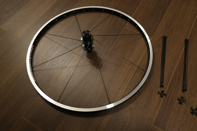 Wheel and hub with eight spokes inserted