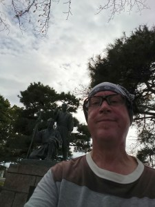 Selfie with statue of Tamagawa Brothers