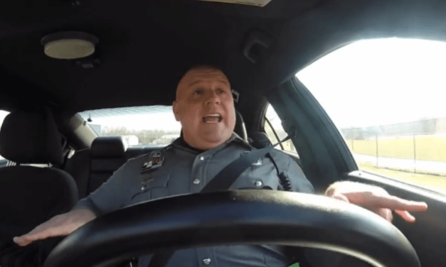 Police Officer recorded while singing Taylor Swift's 'Shake it Off'