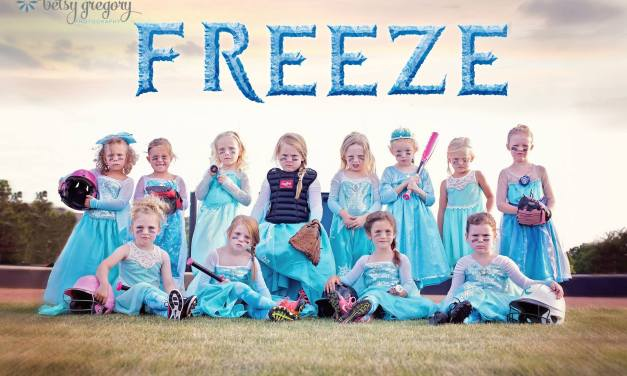 Little girls softball team poses in 'Frozen' themed team picture