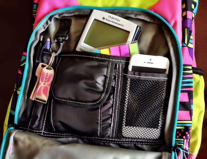 アクセスしやすく使いやすい、充実の小物ポケット