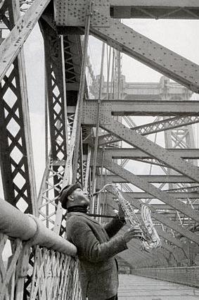 Sonny-Rollins-on-Williamsburg-Bridge