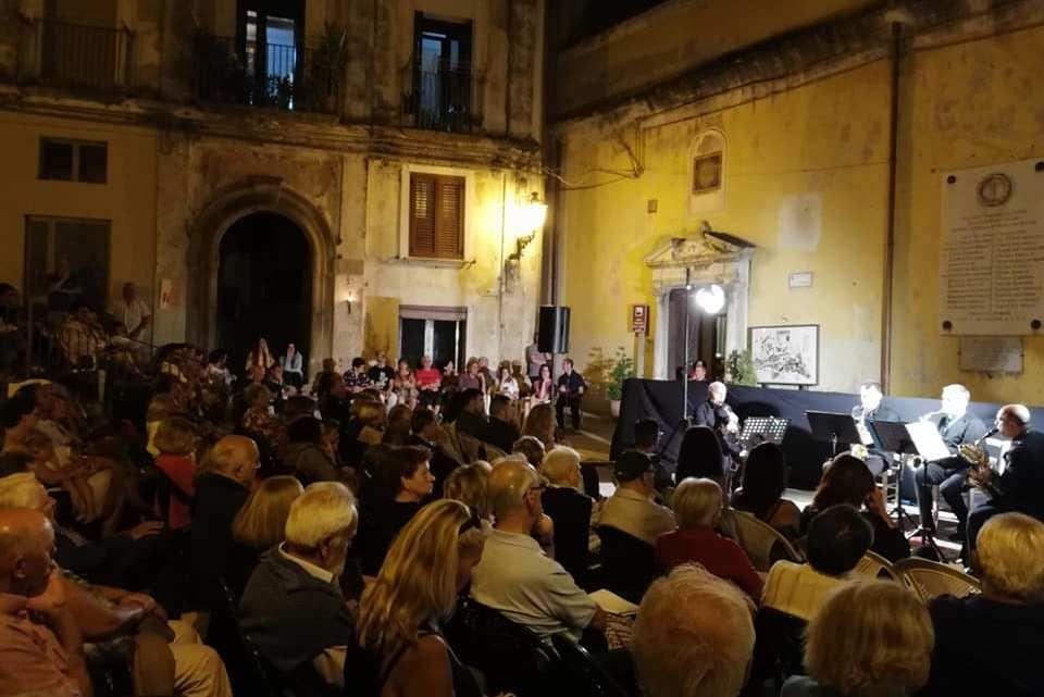 "Pisciotta, al via i ""Concerti del Lunedì"" - Gwendalina.tv"