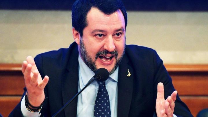 Salvini a Sapri, duro scontro tra il sindaco Gentile il deputato della LEGA Cantalamessa - Gwendalina.tv