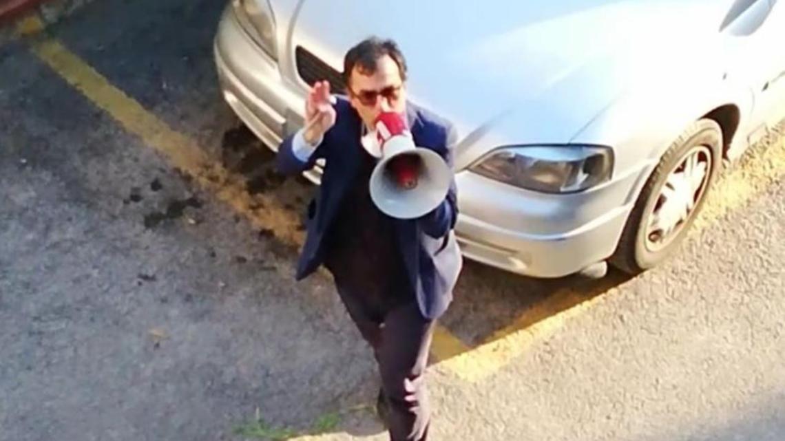 Il prete con il megafono - Gwendalina.tv