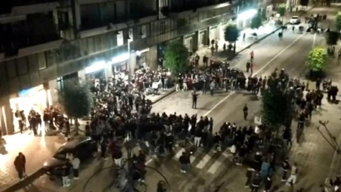 "Follia ad Avellino: assembramenti e cori ""diretti"" dal sindaco - Gwendalina.tv"