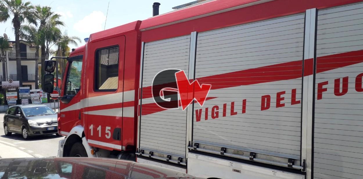 Agropoli: incendio a Madonna del Carmine, fiamme lambiscono le case - Gwendalina.tv