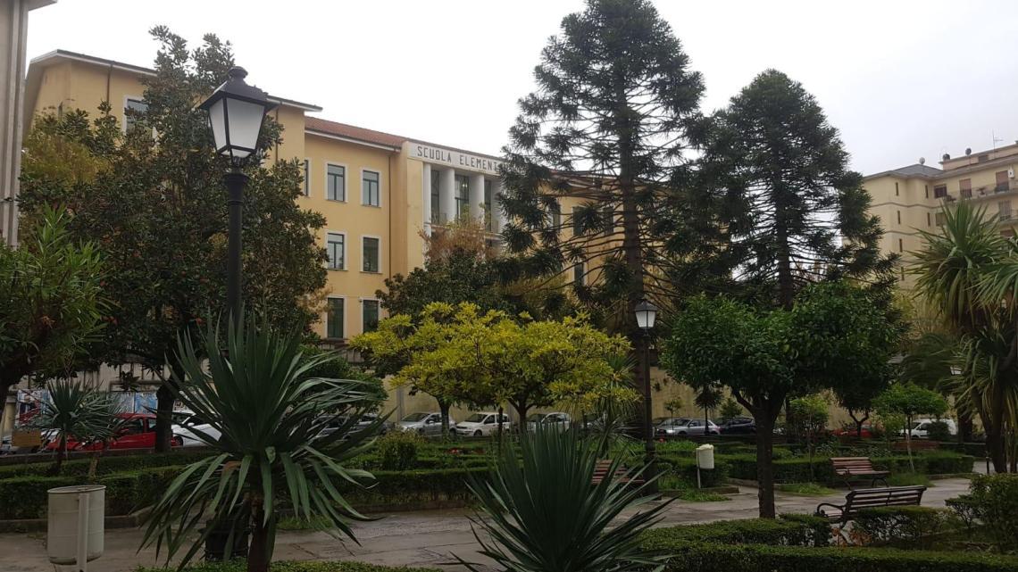 Vallo della Lucania: preside positiva, scuola aperta - Gwendalina.tv