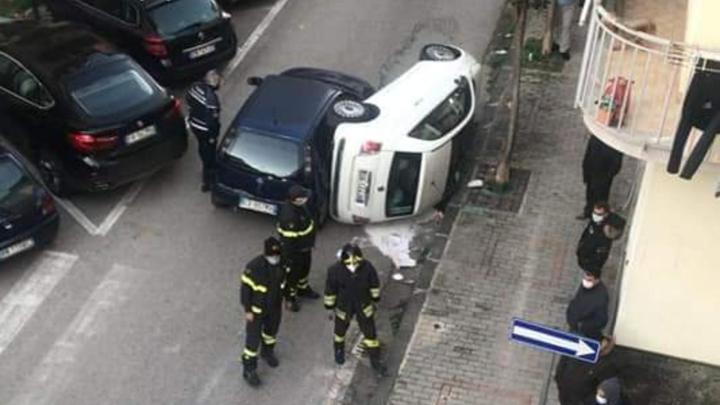 Battipaglia, incidente in centro tra due auto - Gwendalina.tv