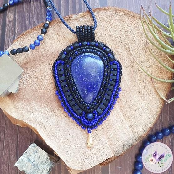collier brodé astrée en lapis lazuli