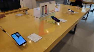 Jajaran Ponsel Pintar Xiaomi siap memanjakan pengunjung.