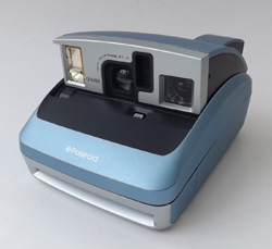 best things to sell on eBay for profit - polaroid one 600