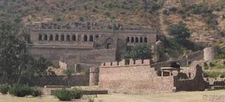 भानगढ़ का सच – क्या इस किले में भूत रहते है?
