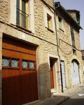 Photo: Typical stone building in Soller, Mallorca, Baleric Islands, Spain. Credit: Lisa Borre.