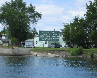Photo: Sign at the intersection of the Hudson River, Erie Canal and Champlain canal. Credit: L. Borre.