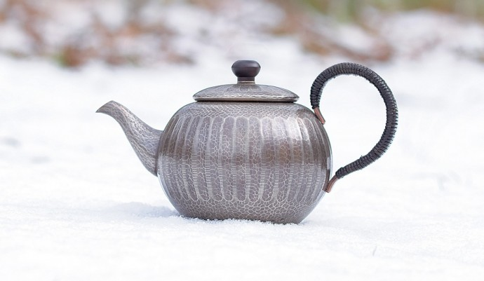 C20-0407 Round teapot with side handle Silver mosaic finish with vertical stripes (0.6L)