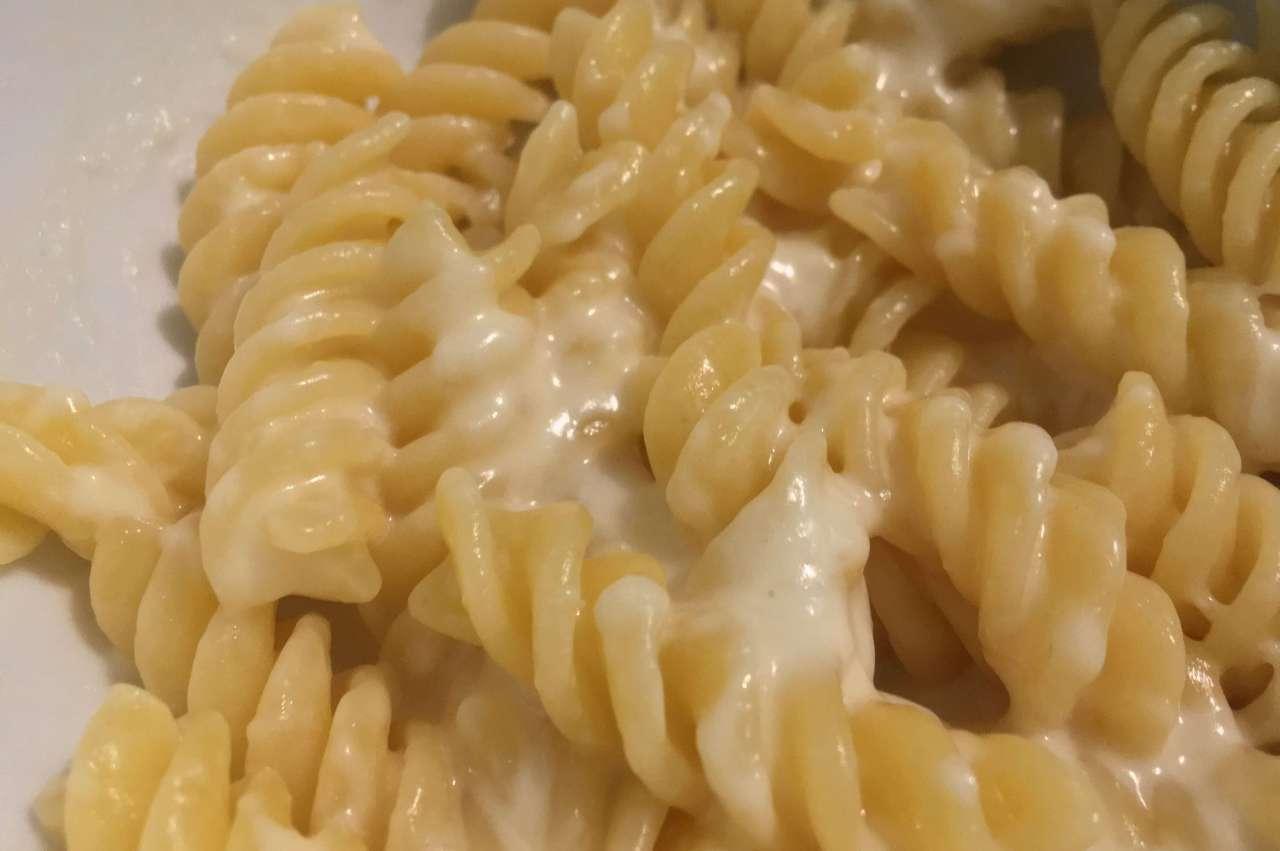 Egyszemélyes sajtos tészta mikróban