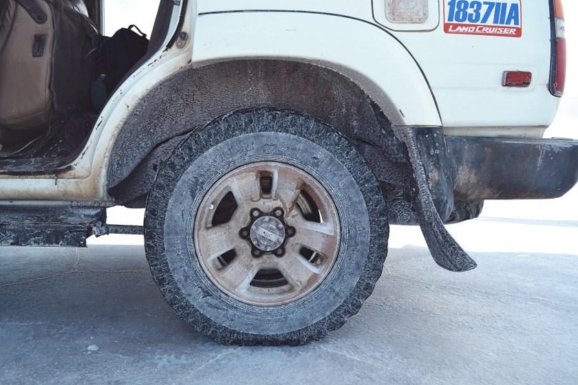 6-salar-de-uyuni-bolivia-jeeps-salt-damage-dry-tour