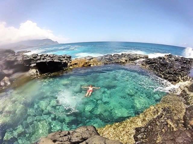 floating in queens bath kauai