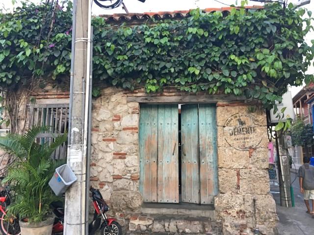 teal door at demente restaurant in getsemani