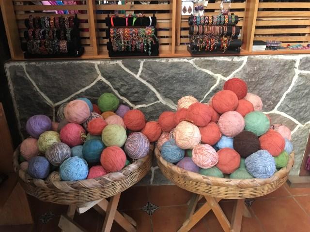 tejido yarn balls