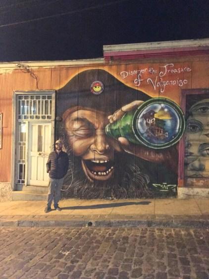 pirate street art valparaiso
