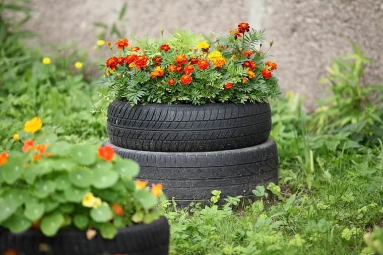 Recycling old tires
