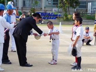 各クラスの優秀選手には西村名誉会長よりメダルが授与されました