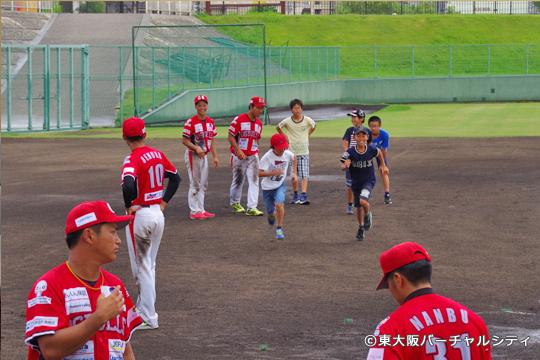 試合後に来場冴えていたお子さんたちと野球教室