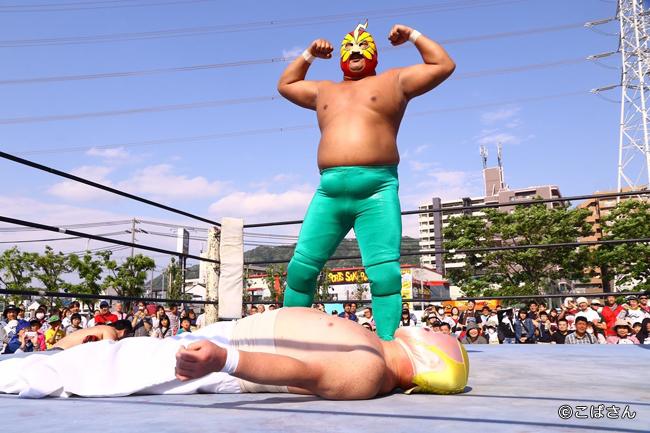 野崎プロレスの象徴「ダイナマイト野崎」。彼を迎え撃つ布施の象徴は???