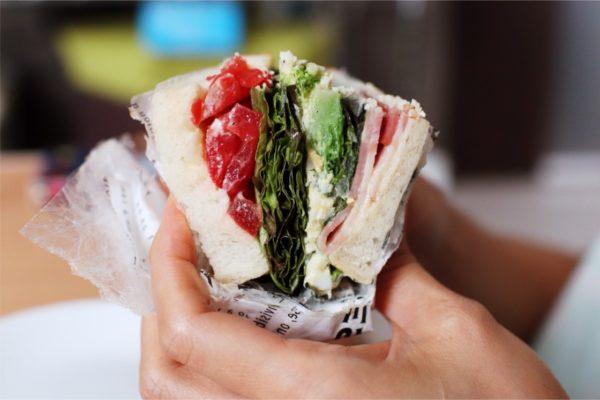 ポーム大通ビッセ店さんの野菜たっぷりシーザーサラダ
