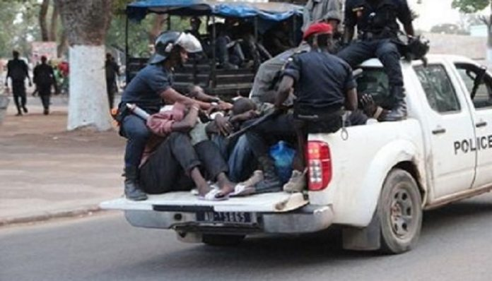 Police-Arrestation-au-Senegal-696x398