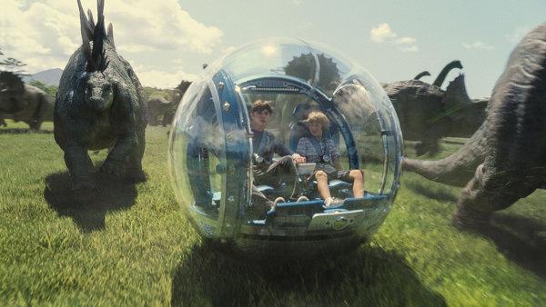 Le seul truc vraiment cool de Jurassic world: je veux une bouboule comme ça pour me déplacer. photo Universal