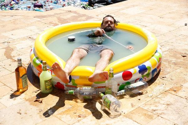 Une piscine de Margerita, pour se baigner et se bourrer en même temps? L'idée du siècle, j'avoue. photo Jordin Althaus pour Fox