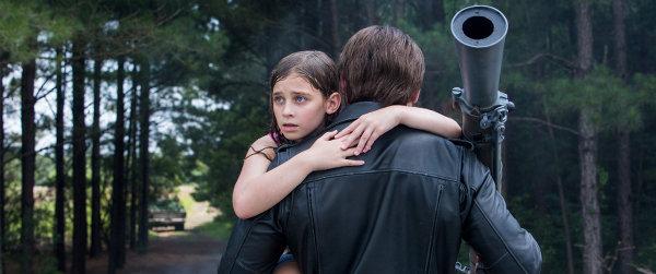La bifurcation: Sarah adolescente sauvée par un T-800. photo Paramount Pictures