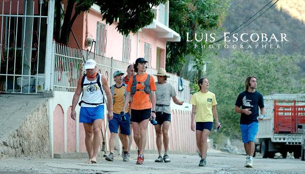 Les premiers coureurs Américains de l'ultra-marathon des Barrancas del Cobre, en 2006. photo Luis Escobar