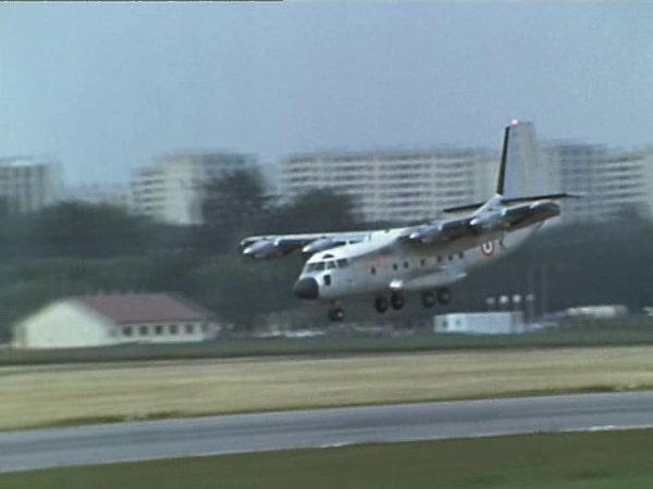 Une approche façon Bréguet 941S: plus de volets que d'aile, le nez planté dans le sol pour pas remonter.