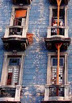 edificio de apartamentos en San Lázaro, cerca de la colina universitaria