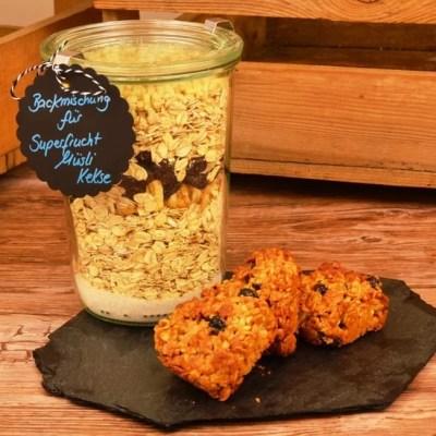 Superfrucht Müsli Kekse als gesunde Backmischung im Glas