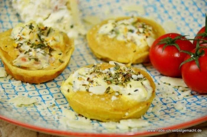 Mini Yorkshire Puddings mit Forellen Käse Creme