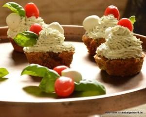 Herzhafte Caprese Cupcakes