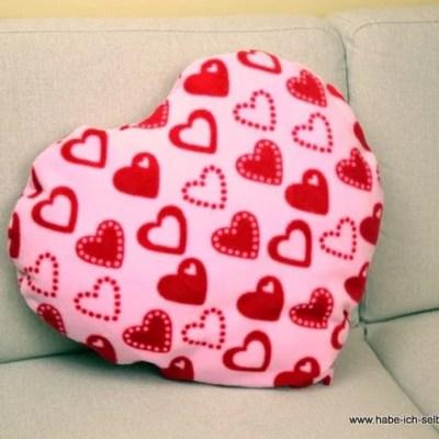 Selbstgemachtes Herz Kissen aus Plüsch