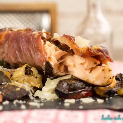 Lachs im Parmaschinkenmantel mit Knusper Parmesan Gemüse