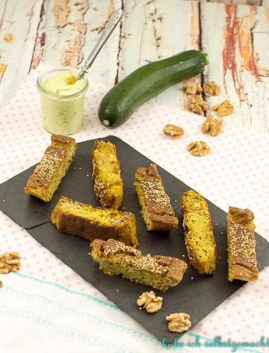 zucchini-walnuss-kuchen-mit-dip