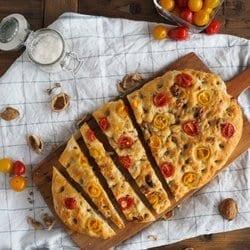 Walnuss Tomaten Focaccia // Bildquelle: HOLZ & HEFE