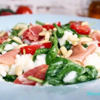 Köstliches Risotto mit Parmaschinken, Ziegenkäse und Spinat